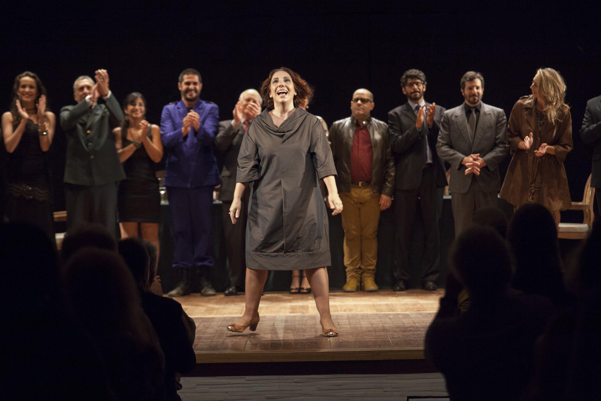 Alice Borges emocionada com a reação da platéia ao final do espetáculo
