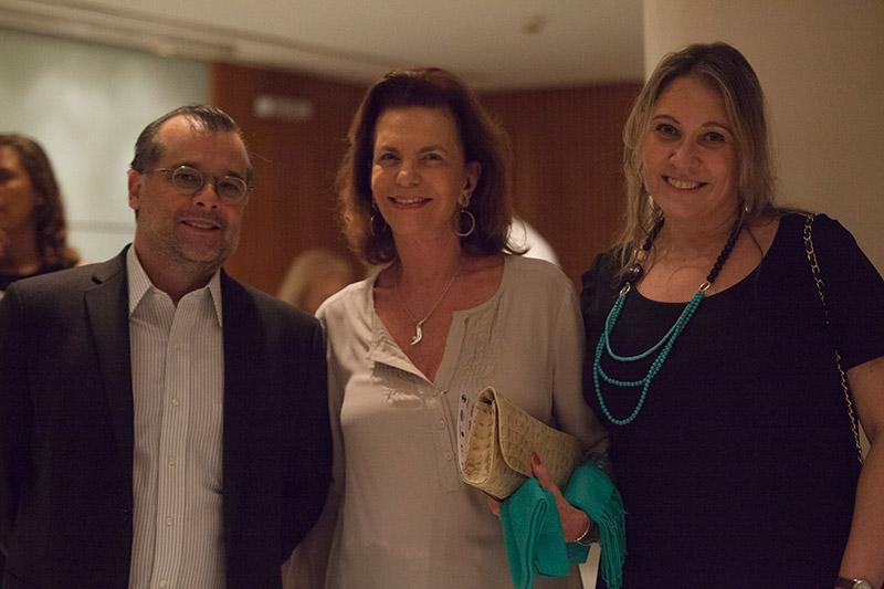 Gustavo Franco, Isabel dos Reis Velloso, co-adaptadora do texto e Liana Leão, curadora